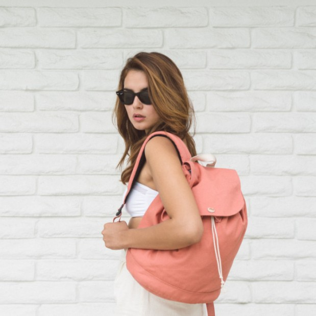 Herschel_Reid_Flamingo_Backpack_1024x1024-2-e1438055189477